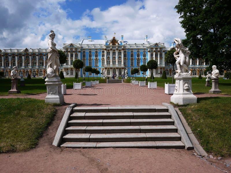 Catherine Park, Tsarskoye Selo Catherine Palace em Rússia, St Petersburg, visitou por turistas do mundo inteiro foto de stock