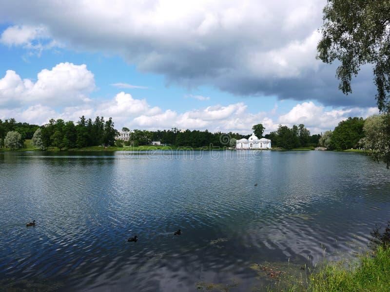 Catherine Park, Tsarskoye Selo Catherine Palace em Rússia, St Petersburg, visitou por turistas do mundo inteiro imagens de stock
