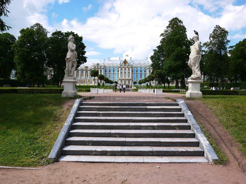 Catherine Park, Tsarskoye Selo Catherine Palace en Rusia, St Petersburg, visitó por los turistas de todas partes del mundo foto de archivo