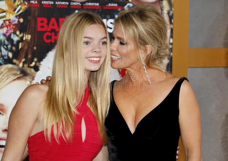 Catherine Rose Young e Cheryl Hines fotografia de stock