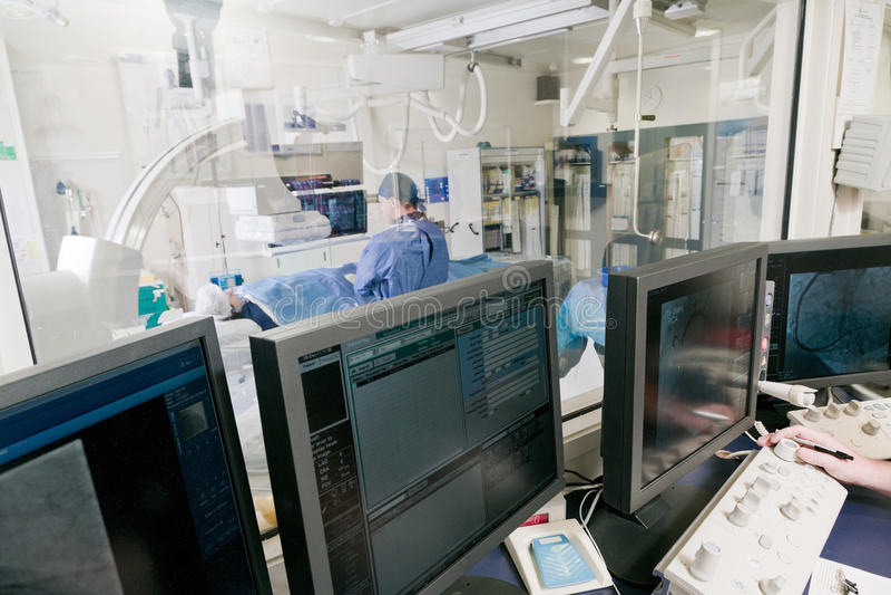 Cathlab no hospital moderno fotografia de stock