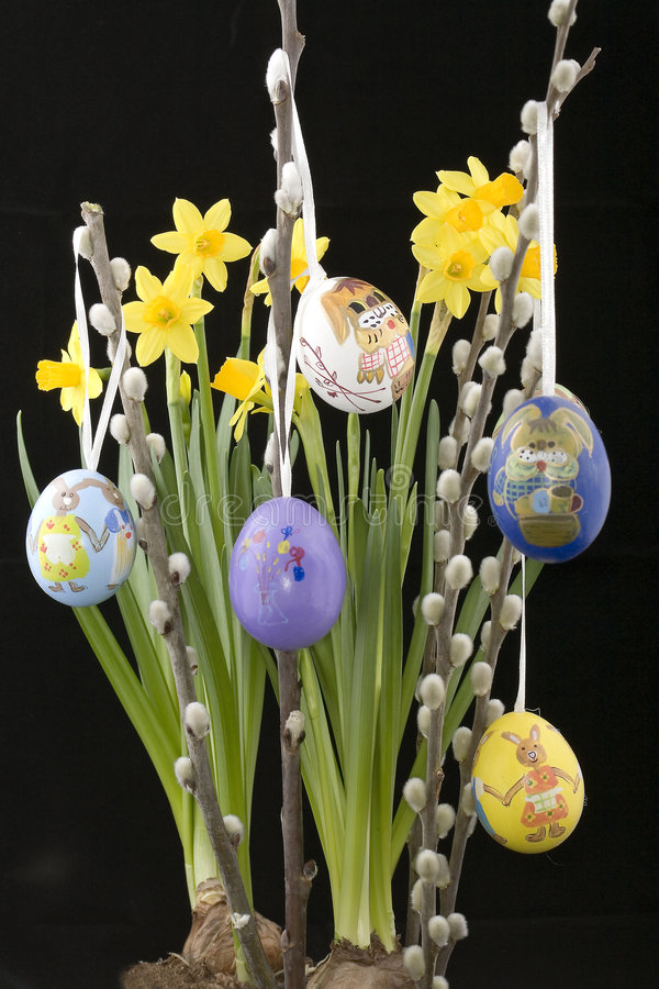 Catkin del salice con l'uovo di Pasqua fotografie stock libere da diritti