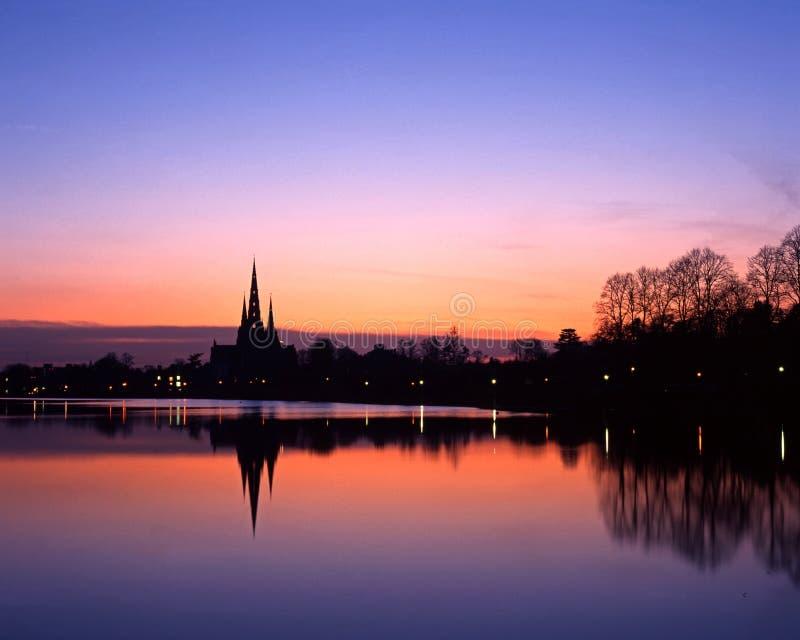 Cattedrale al tramonto, Inghilterra di Lichfield. fotografia stock libera da diritti