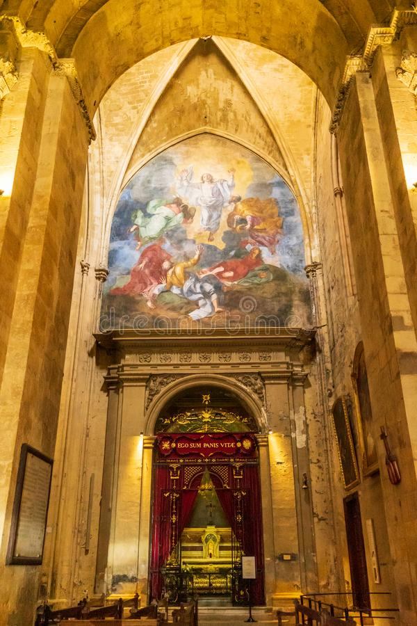 Cattedrale, autel e pittura di Saint Sauveur immagine stock