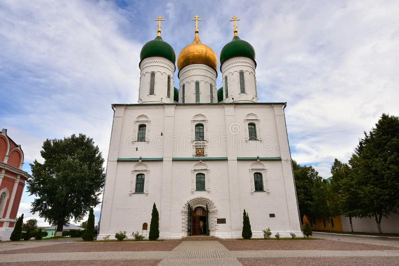 Cattedrale in città di Kolomna sul quadrato della cattedrale del Cremlino di Kolomna immagine stock libera da diritti