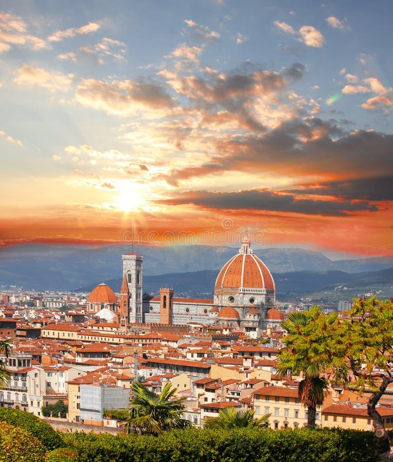 Cattedrale con i fiori, Italia di Firenze fotografia stock libera da diritti
