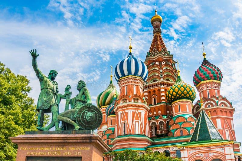 Cattedrale dei basilici della st sul quadrato rosso a Mosca, Russia immagine stock