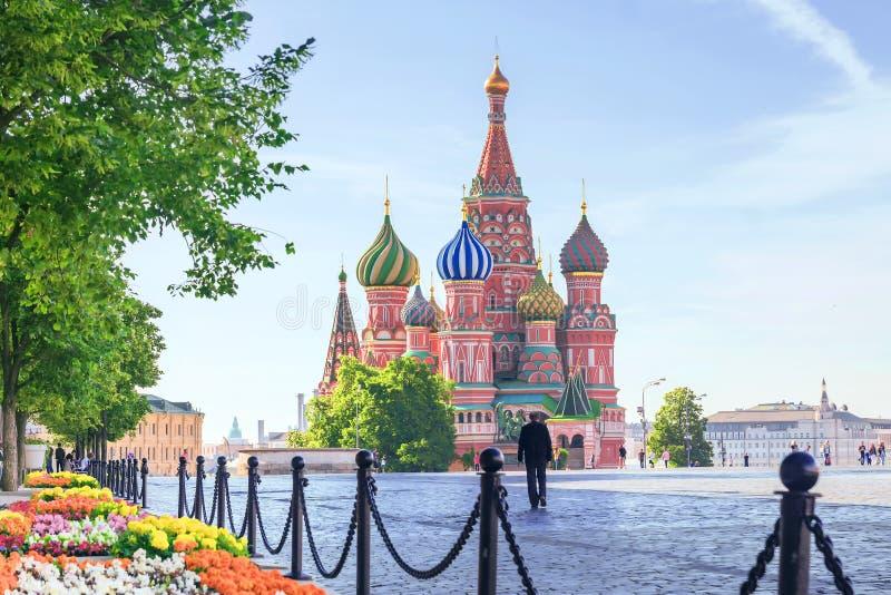 Cattedrale del ` s del basilico della st sul quadrato rosso a Mosca, Russia immagine stock libera da diritti