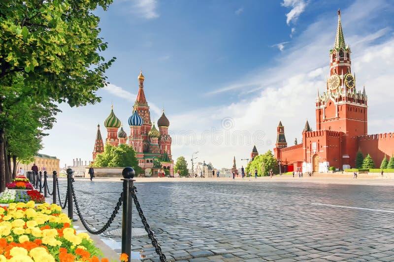 Cattedrale del ` s del basilico della st sul quadrato rosso a Mosca, Russia fotografia stock libera da diritti