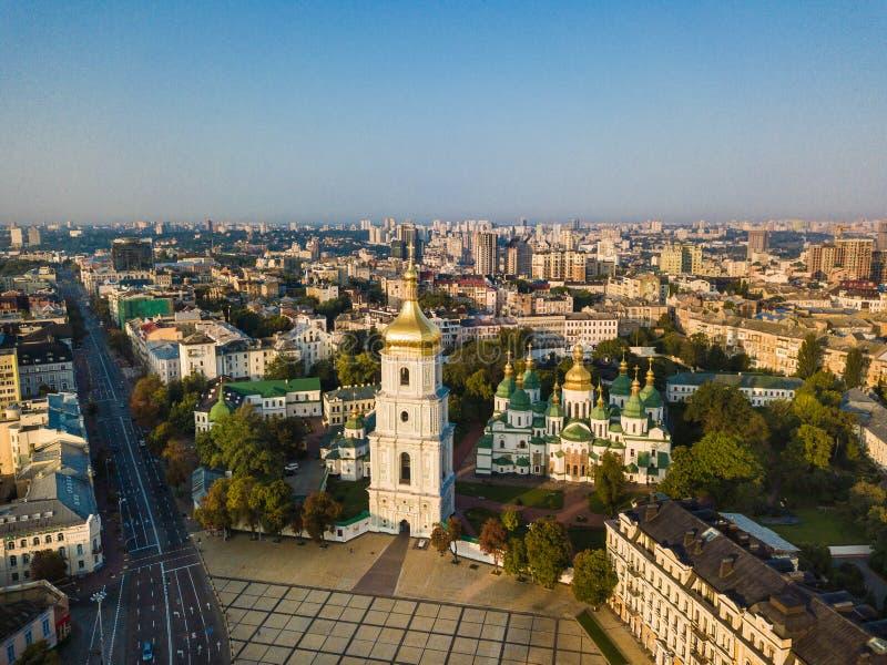 Cattedrale del ` s di Sophia del san, quadrato Kiev Kiyv Ucraina con i posti della foto aerea del fuco di interesse Indicatore lu fotografia stock