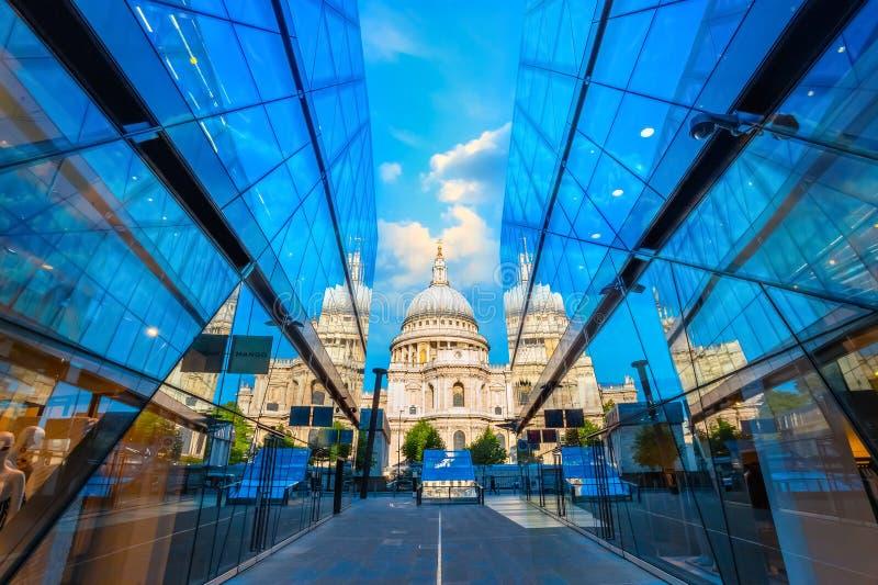Cattedrale del ` s di St Paul a Londra, Regno Unito fotografie stock