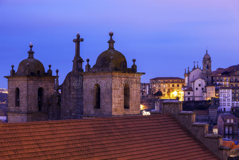Cattedrale del Se a Oporto ad alba fotografia stock libera da diritti