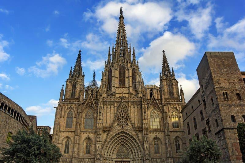Cattedrale dell'incrocio e del san santi Eulalia a Barcellona fotografia stock