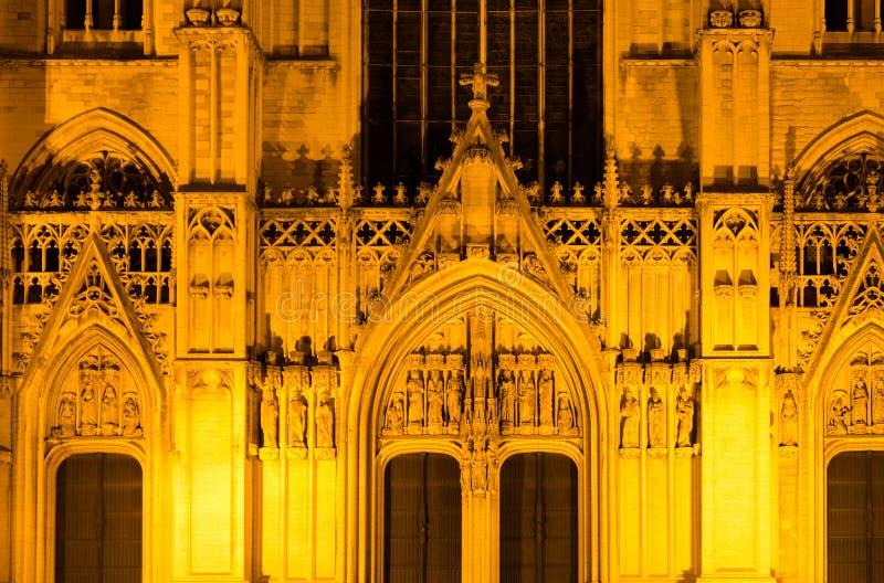 Cattedrale della cattedrale di Bruxelles di St Michael e della st Gudula nell'illuminazione di sera, Bruxelles, Belgio fotografie stock libere da diritti