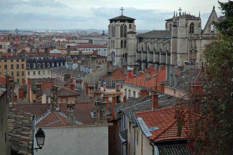 Cattedrale della st Jean sopra i tetti (Lione Francia) fotografia stock