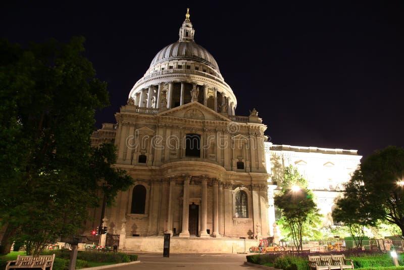 Cattedrale della st Paul nella notte di Londra fotografie stock libere da diritti