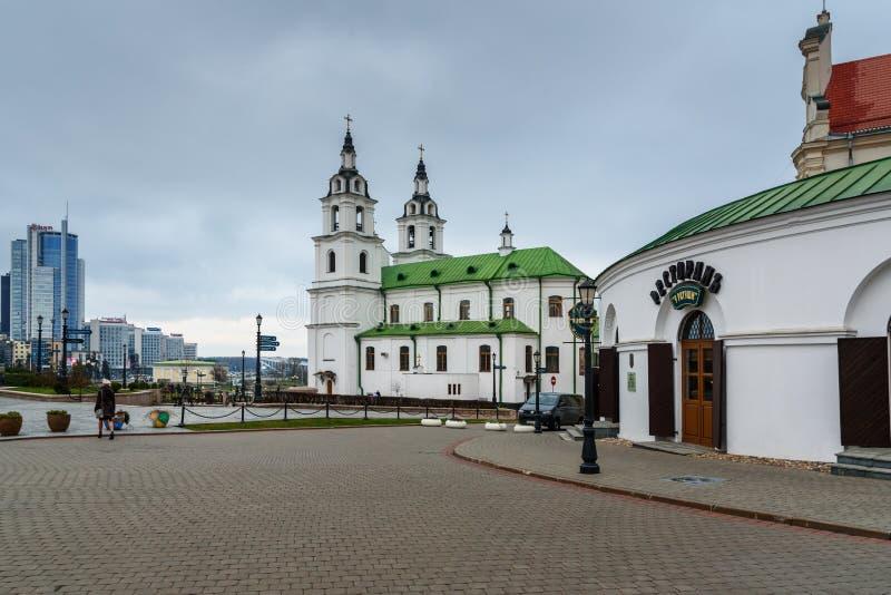 Cattedrale dello Spirito Santo sul quadrato di libertà in città superiore nel centro storico di Minsk belarus fotografie stock libere da diritti