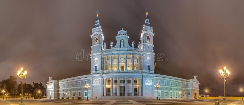 Cattedrale di Almudena a Madrid, Spagna fotografie stock libere da diritti