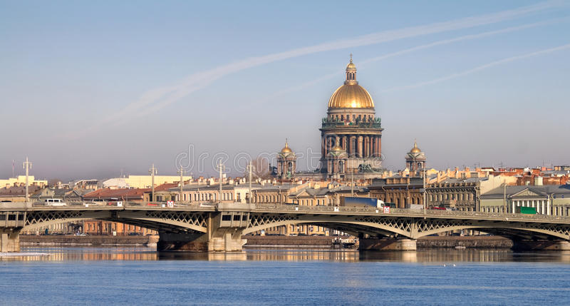 Cattedrale di Isaakievsky a St Petersburg immagine stock