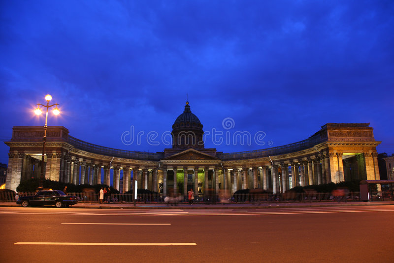 Cattedrale di Kazan in st - Pietroburgo alla notte fotografie stock