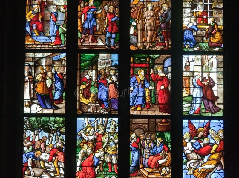 Cattedrale di Milano della finestra di vetro fotografia stock