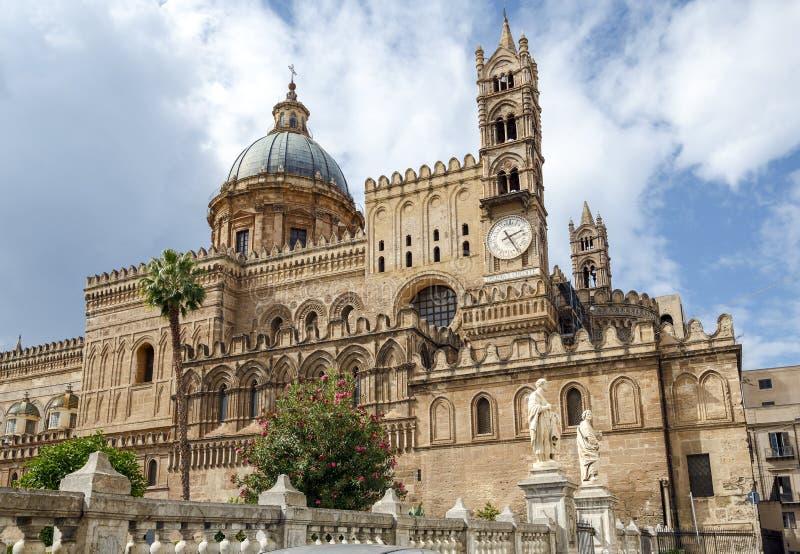 Cattedrale di Monreale (Duomo di Monreale) a Monreale, vicino a Palermo, la Sicilia, Italia immagini stock libere da diritti