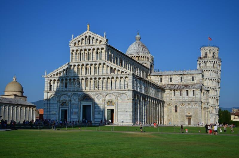 Cattedrale di Pisa e torre pendente famosa Architettura romanica e gotica pisa tuscany L'Italia immagini stock