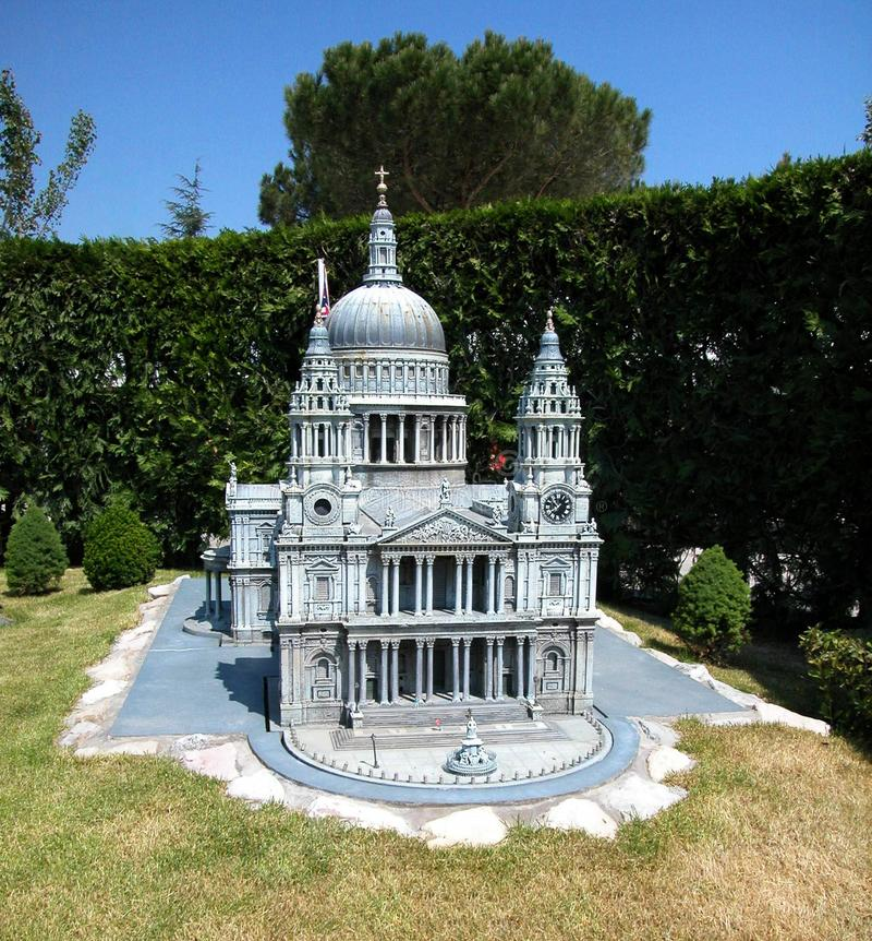 "Cattedrale di Saint Paul nel parco a tema ""Italia in miniatura ""Italia in miniatura Viserba, Rimini, Italia immagini stock"