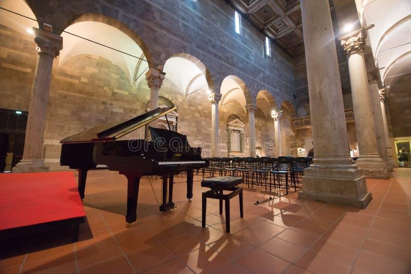 Cattedrale di San Martino Innen mit einem Klavier stockfotos