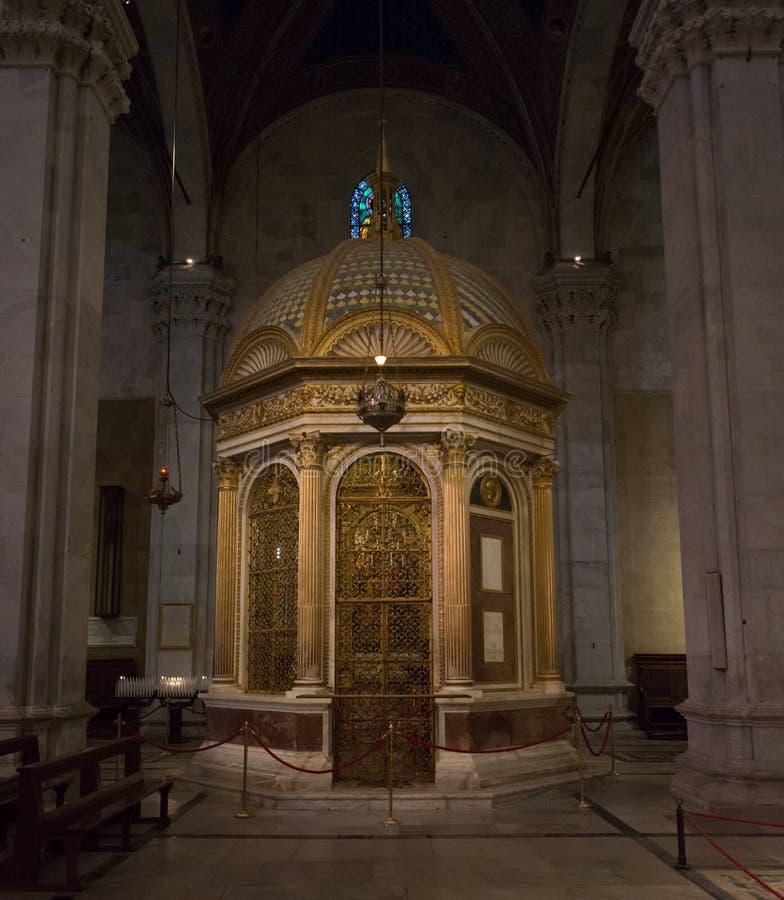 Cattedrale di San Martino in Lucca-Innenraum eines Beichtstuhls lizenzfreie stockfotos