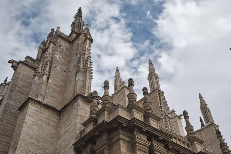 Cattedrale di Santa Maria della cattedrale di Siviglia a Siviglia, Andalusia, Spagna, in una giornata di sole e nuvolosità fotografia stock