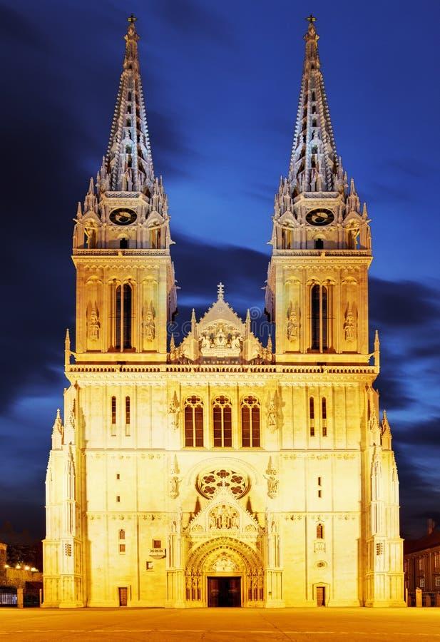 Cattedrale di Zagabria alla notte fotografia stock