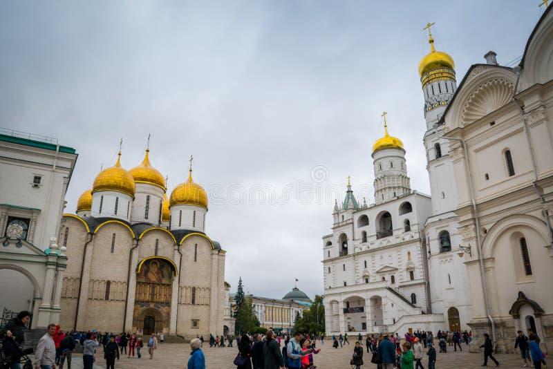 Cattedrale ed Ivan di Dormition il grande campanile nel Cremlino di Mosca, Russia fotografia stock
