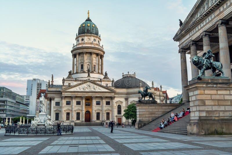 Cattedrale francese a Berlino nella sera fotografia stock
