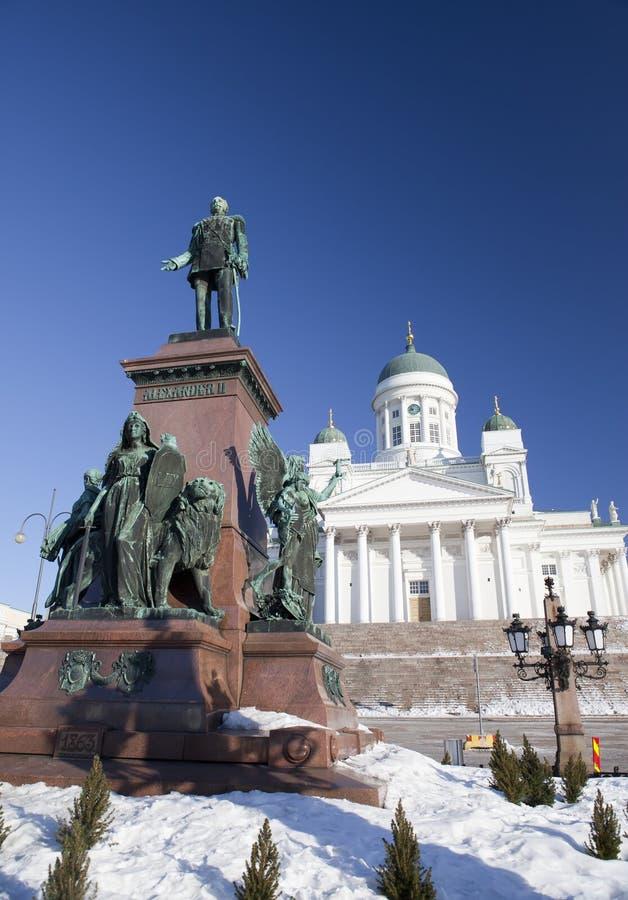Cattedrale luterana e monumento all'imperatore russo Alessandro II a Helsinki, Finlandia fotografia stock