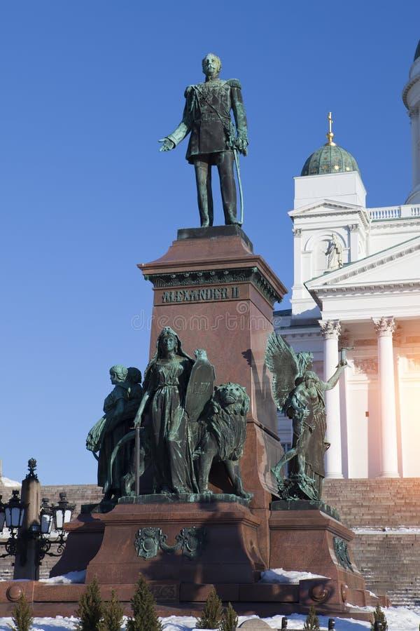 Cattedrale luterana e monumento all'imperatore russo Alessandro II a Helsinki, Finlandia immagine stock libera da diritti