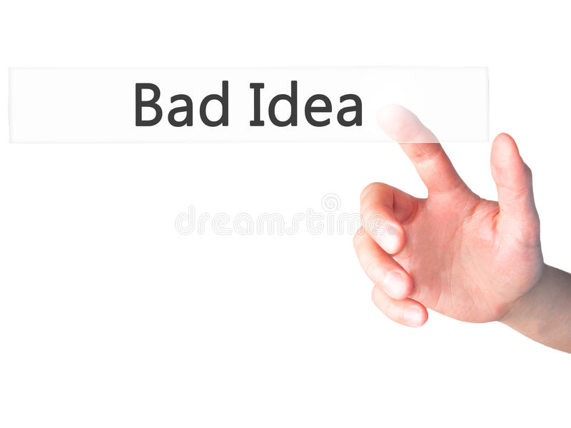 Cattiva idea - bottone di stampaggio a mano della donna di affari sul touch screen dentro fotografia stock