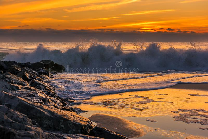 Cattura delle onde sulla riva del New Jersey immagini stock libere da diritti