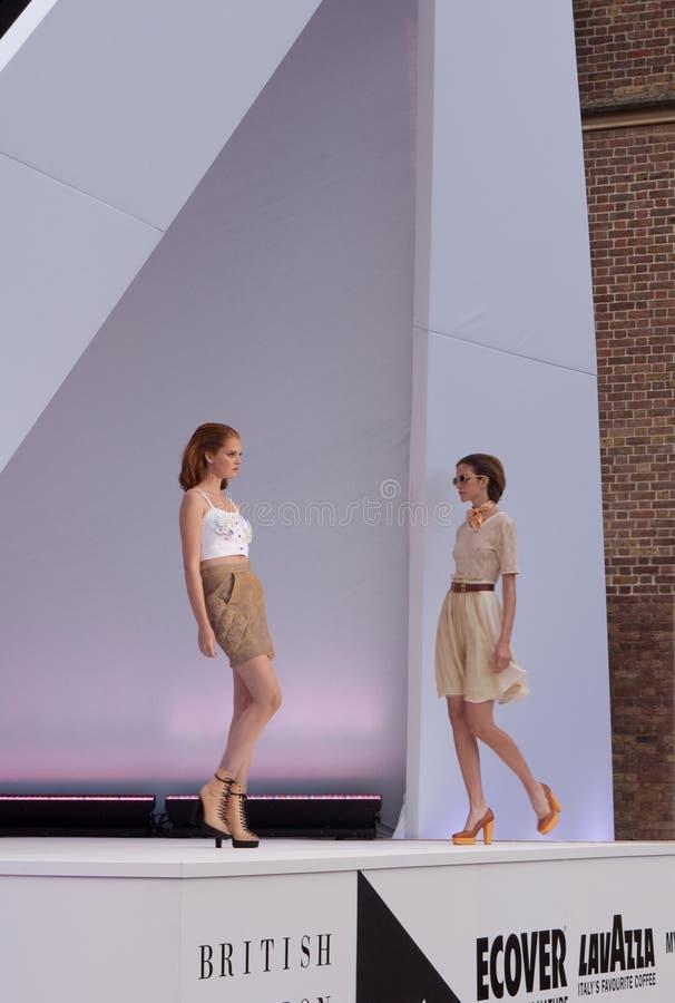 catwalkmode london models vecka fotografering för bildbyråer