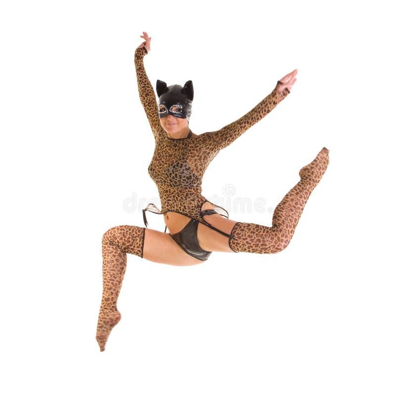 catwoman doskakiwanie fotografia royalty free