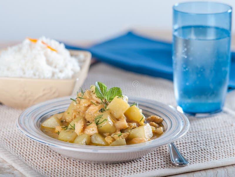 Cau Cau, une pomme de terre et tripes cuisent, un plat typique du Pérou images libres de droits