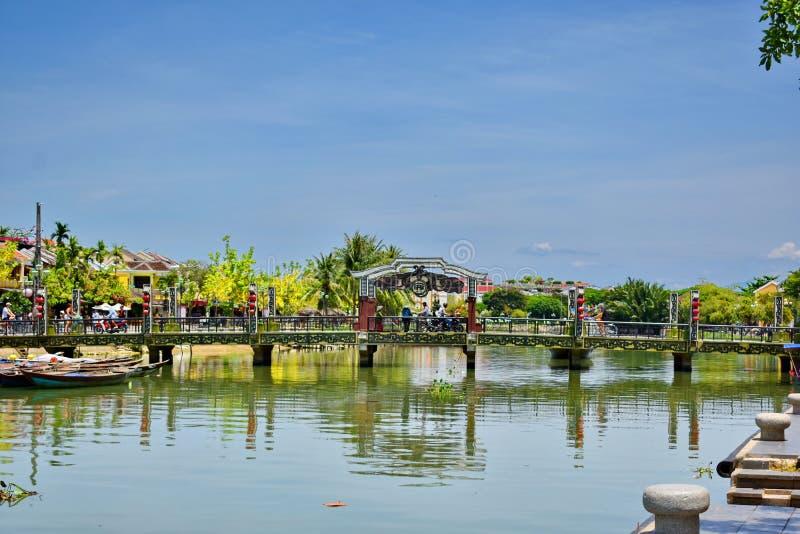 Cau en Hoi Bridge i Hoi An, Vietnam fotografering för bildbyråer