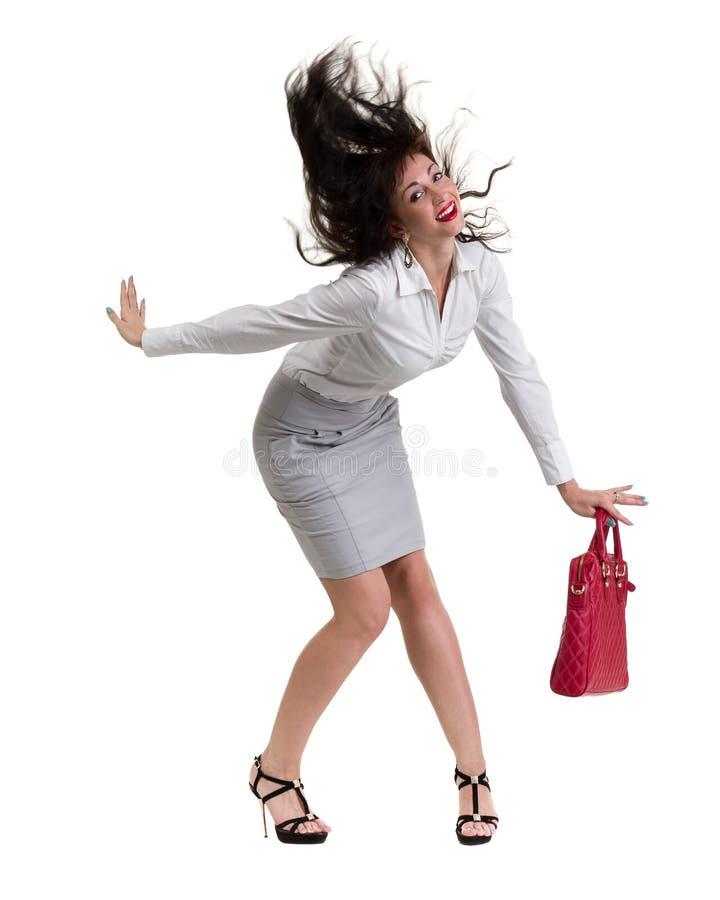 Caucasian anseende för affärskvinna och hållande handväska, full längdstående som isoleras på vit royaltyfri fotografi