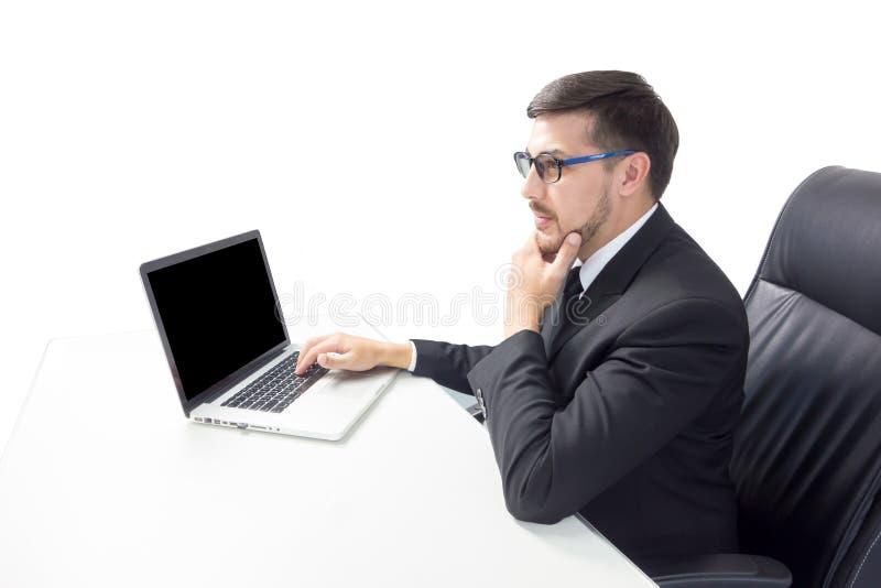 Caucasian bärbar dator för bruk för affärsman royaltyfria bilder