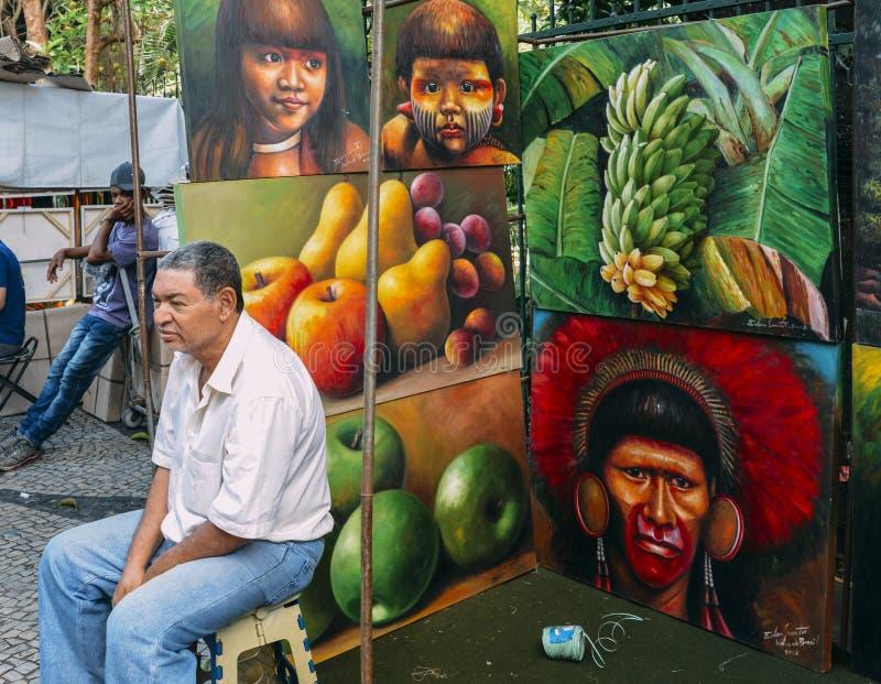 Caucasian brasiliansk man som säljer illustrat för lokalBraziilan platser royaltyfri fotografi