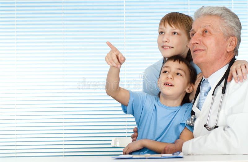 caucasian doktorscy szczęśliwi radości pacjenci obrazy stock