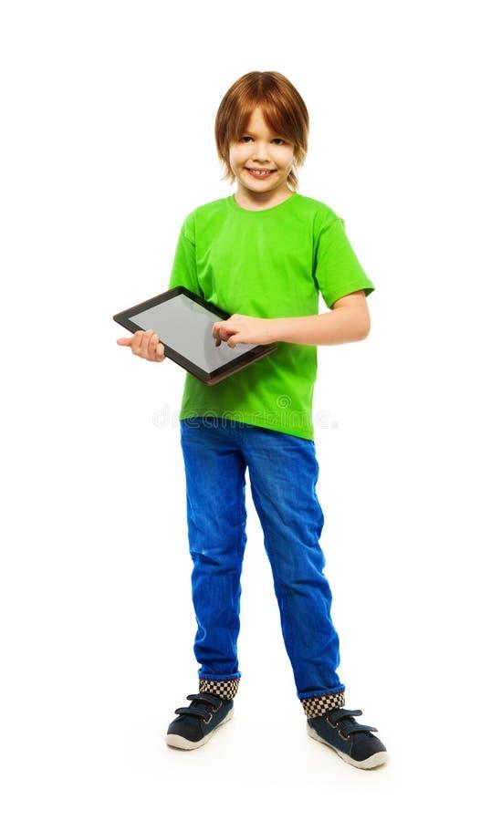 Menino que joga com computador da tabuleta imagem de stock royalty free