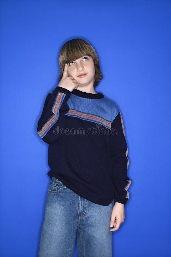 caucasian huvud för pojke hans peka arkivfoto