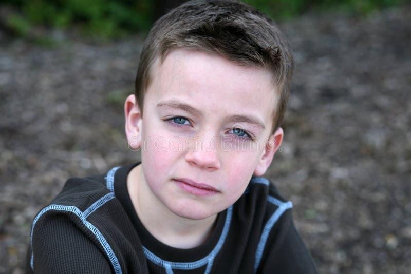 caucasian le barn för pojke arkivbild