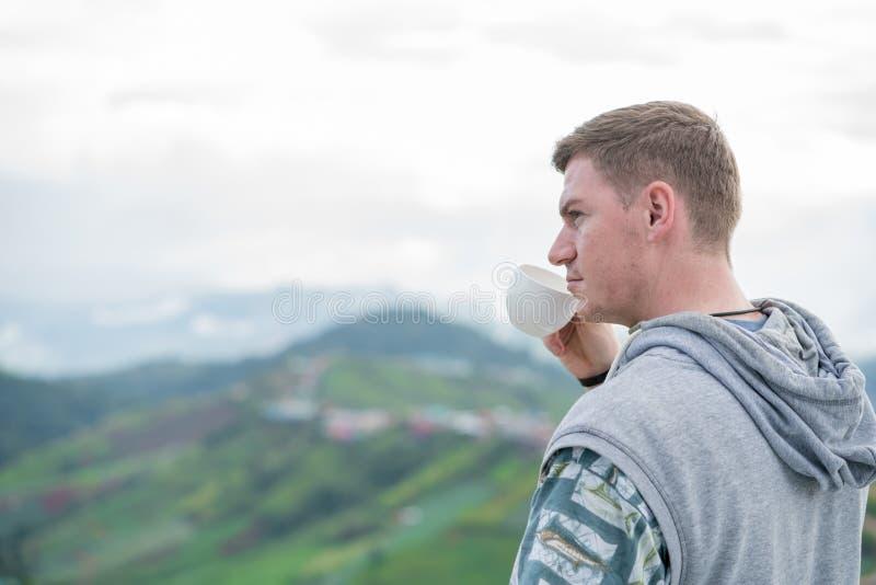 Caucasian man som dricker kaffe royaltyfria foton